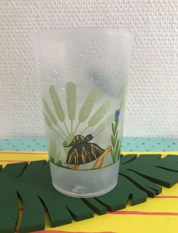Illustration représentant différents animaux de Madagascar. Gobelet personnalisé pour un évènement.